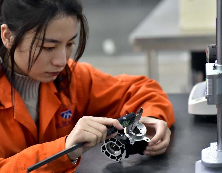 Calliper-inpection-for-casted-parts-Aluminum-Die-Casting-Parts-Manufacturer