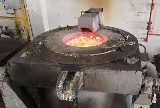 Melting aluminum