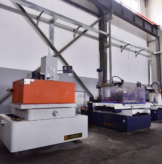Largize-Siez-Mold-CNC-Machining-Low-Volume-Die-Casting-Equipment