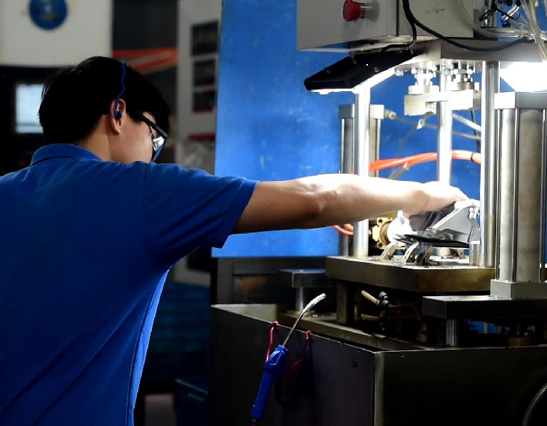 Water-test-for-die-casting-parts-quality-control-Low-Volume-Die-Casting